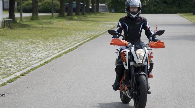 KTM Duke 125 – Taugt sie als Einsteiger und Fahrschulmotorrad?
